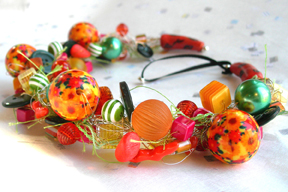 A NeckWreath with photobeads